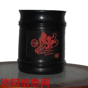 黑陶工艺品:笔筒